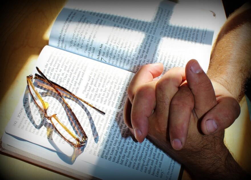 prayer-708389_1920.jpg