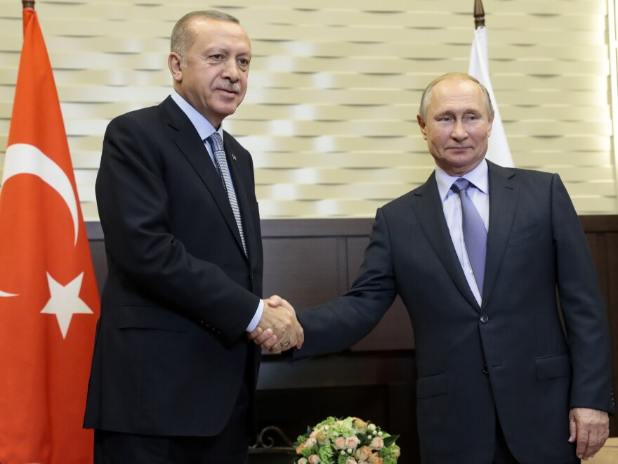 Russian President Vladimir Putin (right) and Turkish President Recep Tayyip Erdogan pose for a photo during their meeting in Sochi, Russia, Tuesday.