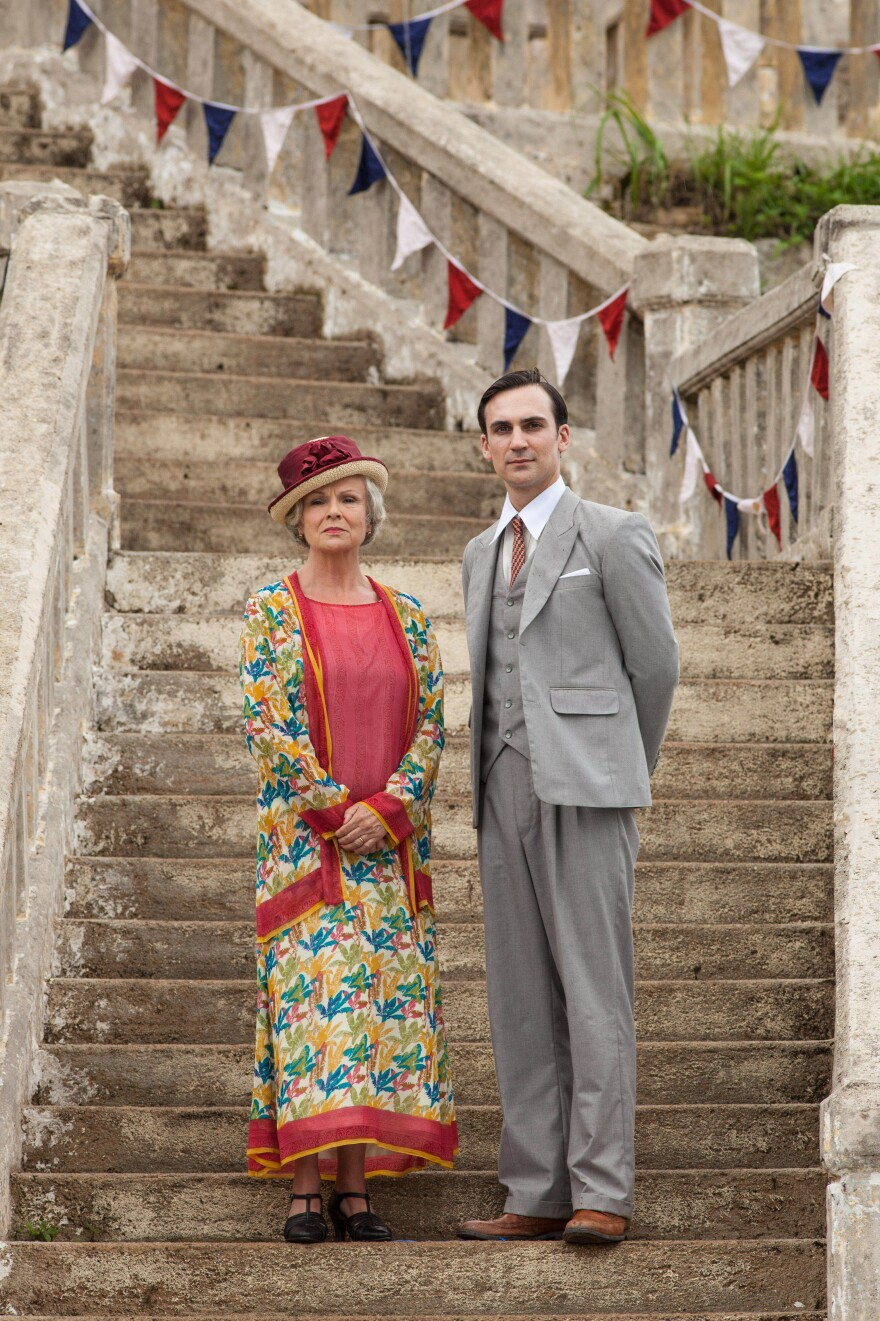 Julie Walters stars Cynthia Coffin, the doyenne of a British social club in <em>Indian Summers</em>. Henry Lloyd-Hughes plays Ralph Whelan, Private Secretary to the Viceroy of India.