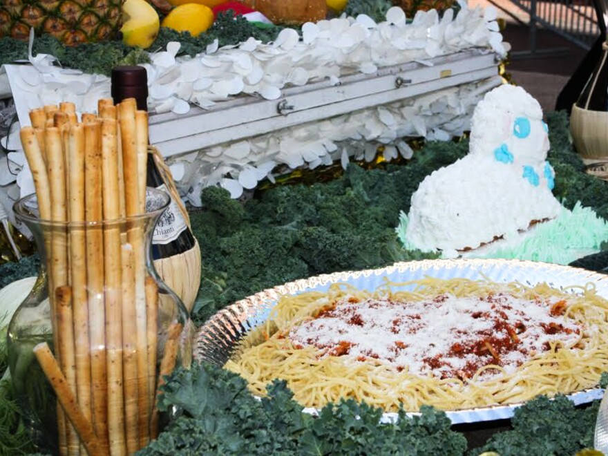 <em>Pasta Con Sarde</em> is a spaghetti dish made with anchovies and sprinkled with breadcrumbs, which symbolize sawdust — a tribute to Joseph's career as a carpenter. Frosted white lamb cakes are also traditional.