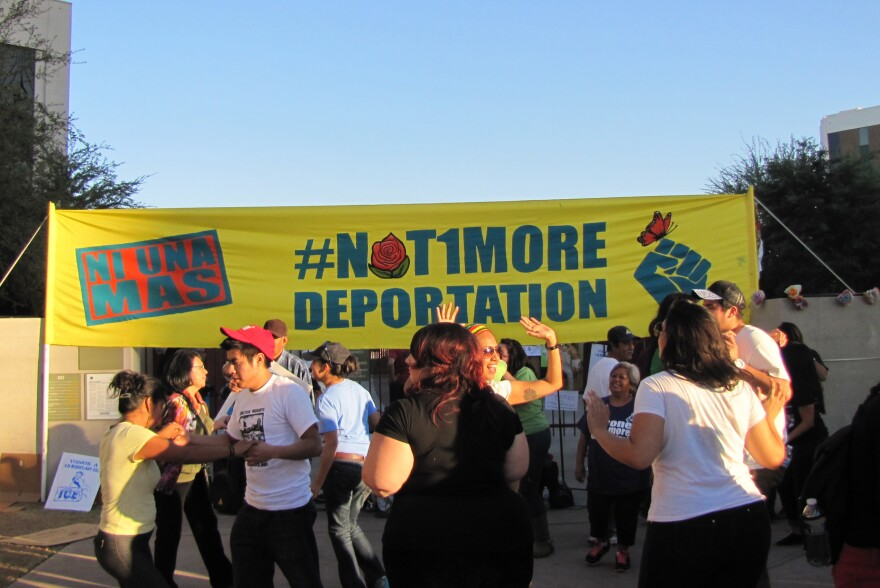 Fronteras_Phoenix_Protest_Deportations_131018.JPG