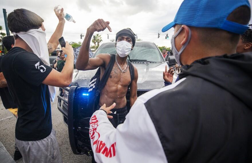 Naples Protest12.JPG