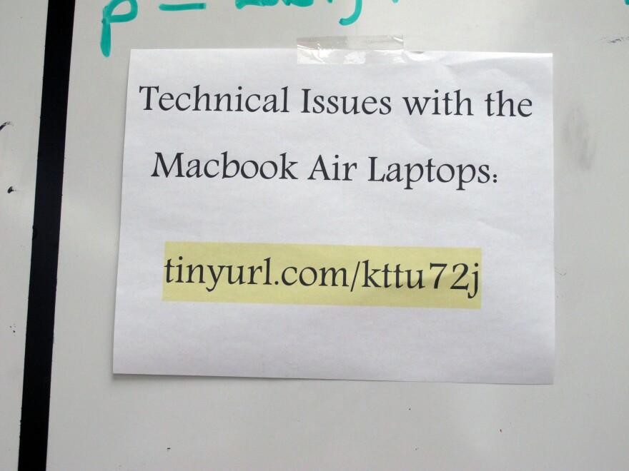 6-2_TechSupportSign.JPG