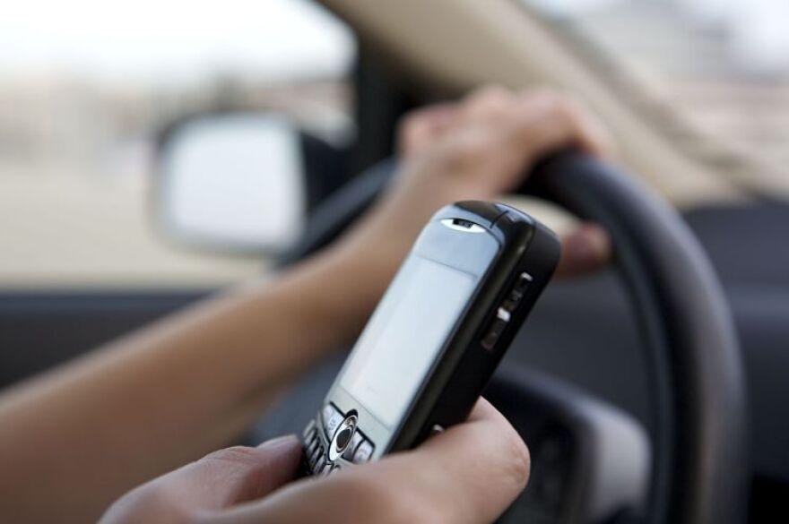 phone_and_steering_wheel.jpg