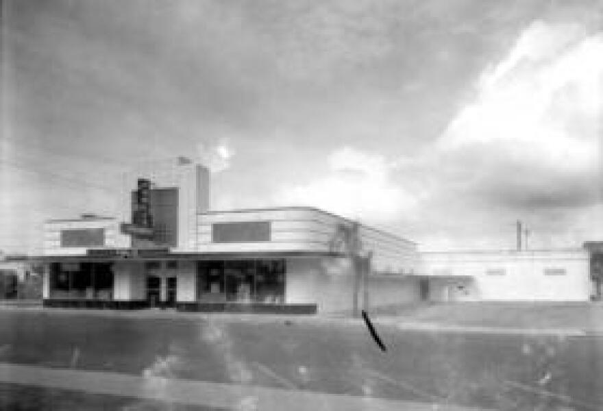 The Publix supermarket opened in 1940 in Winter Haven. It's considered the first supermarket to be completely air-conditioned and have automatic sliding doors. (Click on the image to expand)