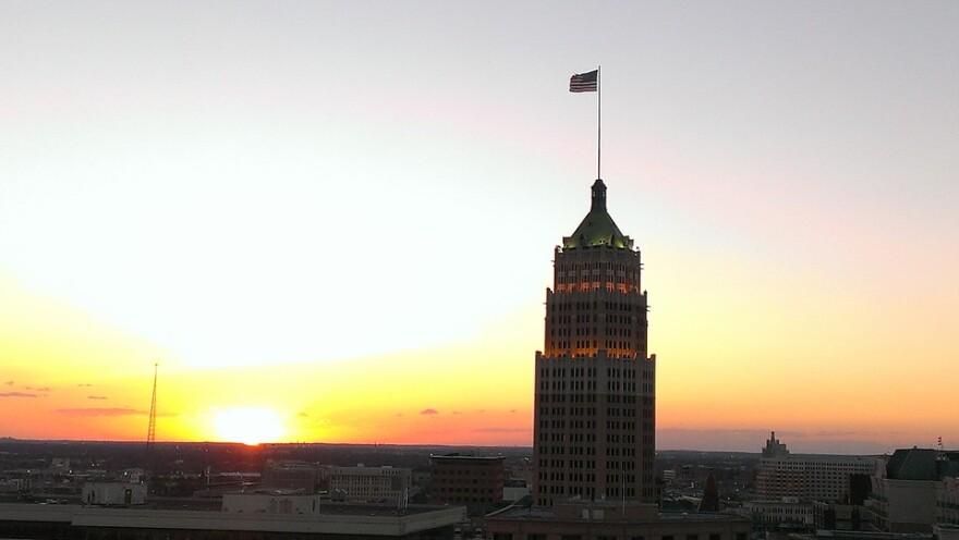 Architecture-Sunset-San-Antonio-Skyline-High-Rise-298417.jpg