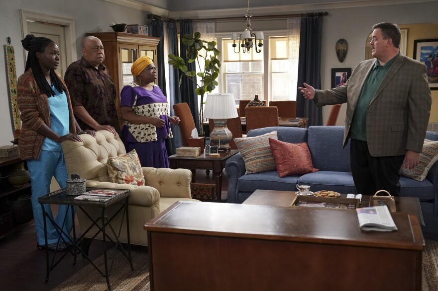 Abishola's Auntie Olu and Uncle Tunde want Bob to succeed in courting their niece.