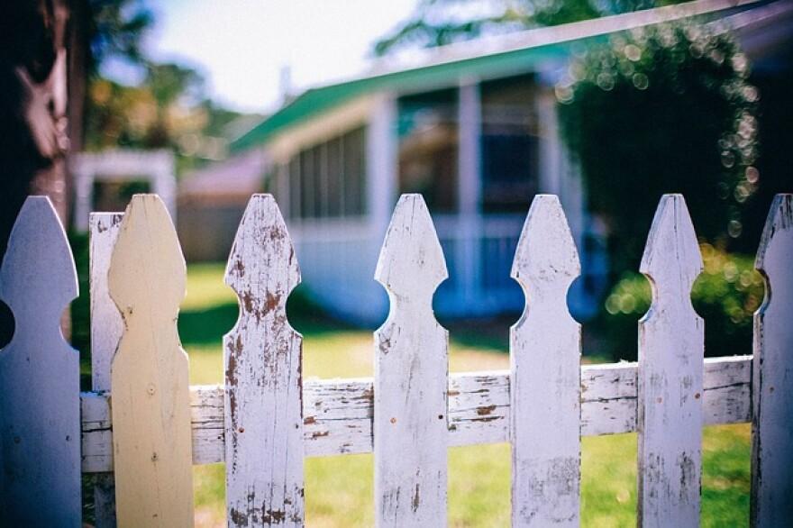 picket-fences-349713_640.jpg