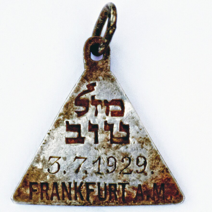 This pendant bears close resemblance to one belonging to Anne Frank, Israel's Yad Vashem Holocaust memorial said Sunday.