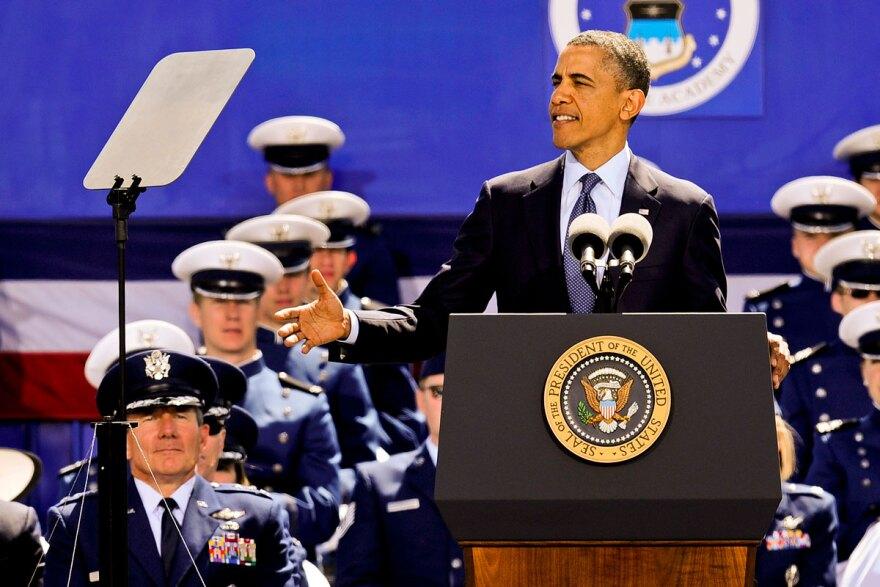 obama-usafa_graduation_mike-kaplan_dvidshub_05232012.jpg