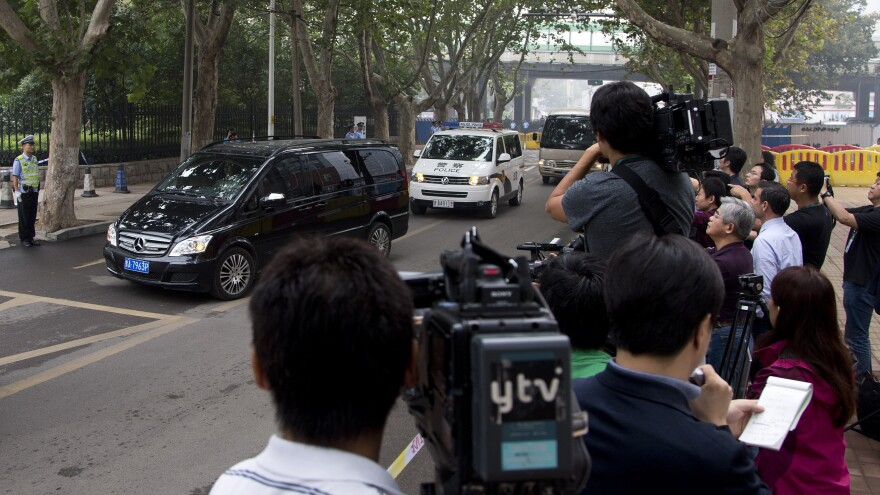 A van believed to be carrying fallen politician Bo Xilai arrives at court in eastern China's Shandong province.