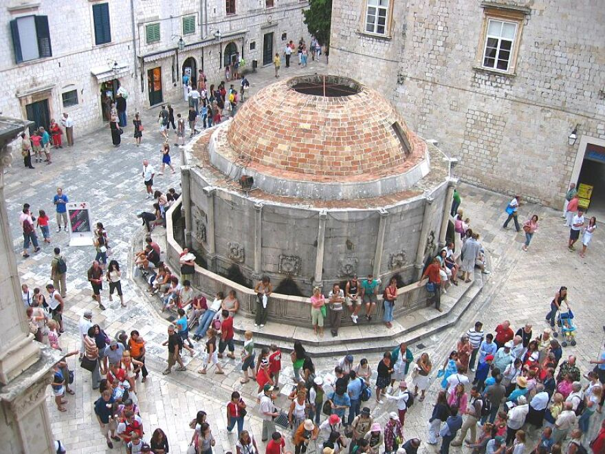 Public_Fountain_Onofrio's_Fountain,_Dubrovnik,_Croatia.JPG
