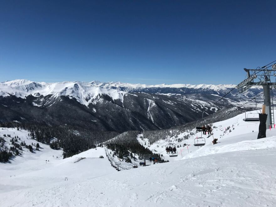 arapahoe_basin_skiing_chairlifts_2019_SD.JPG