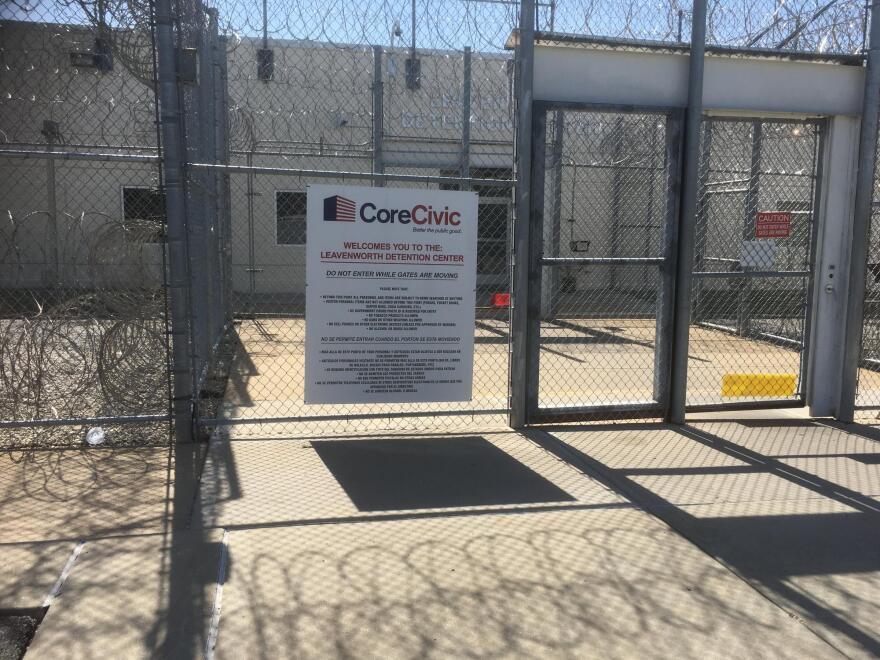 leavenworth_detention_center_entrance.jpg
