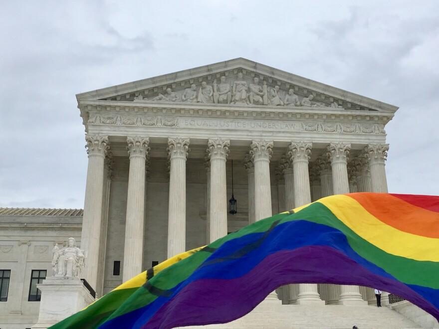 rainbow_flag_and_supreme_court.jpg