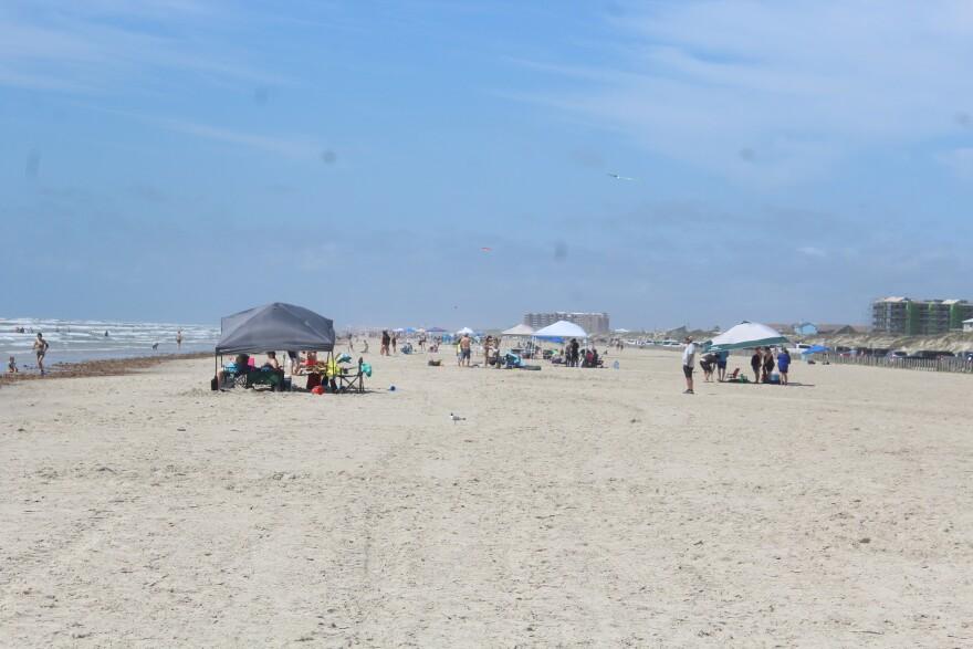 Spacing-Beach-COVID19-Port-Aransas-PALACIOS-050220.JPG