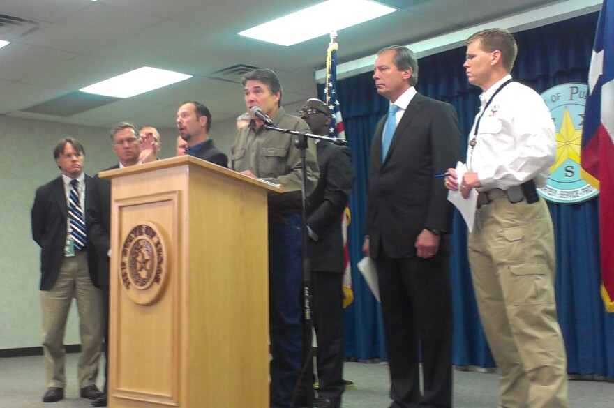 perry_at_west_fertilizer_plant_explosion_press_conf-130418.jpg