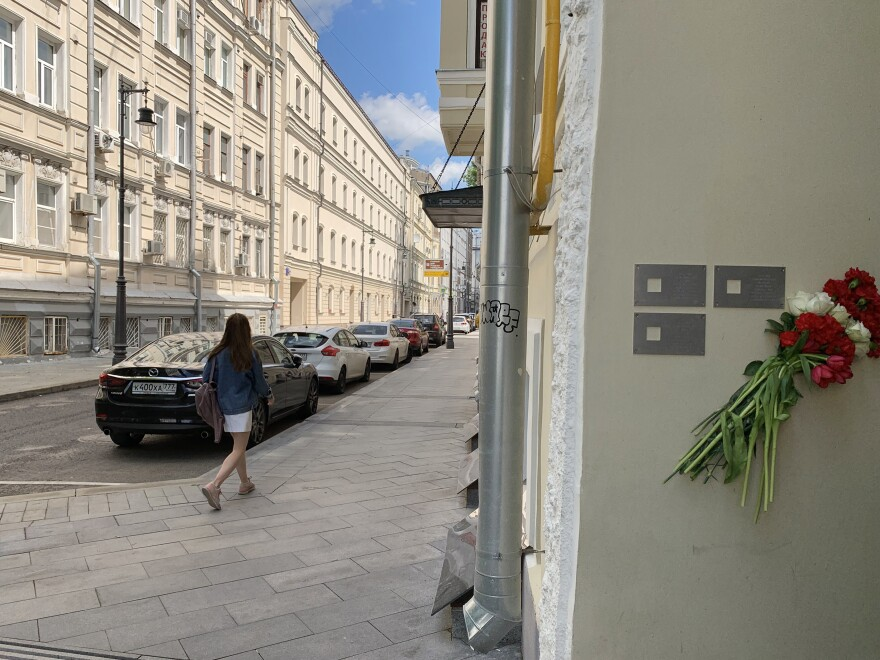 Flowers hang next to newly installed plaques on the Moscow apartment building where Ksenia Polunina grew up. The Last Address group has installed more than 900 plaques on apartment buildings across the former Soviet Union, memorializing residents who were unjustly arrested and murdered by Stalin's security services.