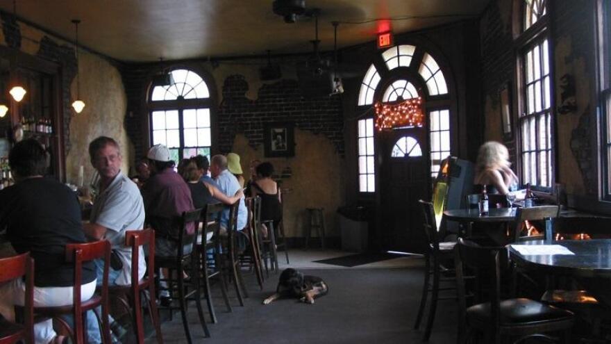 dogrestaurant100119.jpg