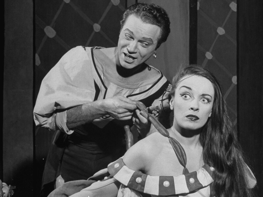 Alfred Drake and Patricia Morison perform in the 1958 TV adaptation of <em>Kiss Me</em><em>, Kate</em>. The music by Cole Porter employed accidental notes to help illustrate the lyrics.