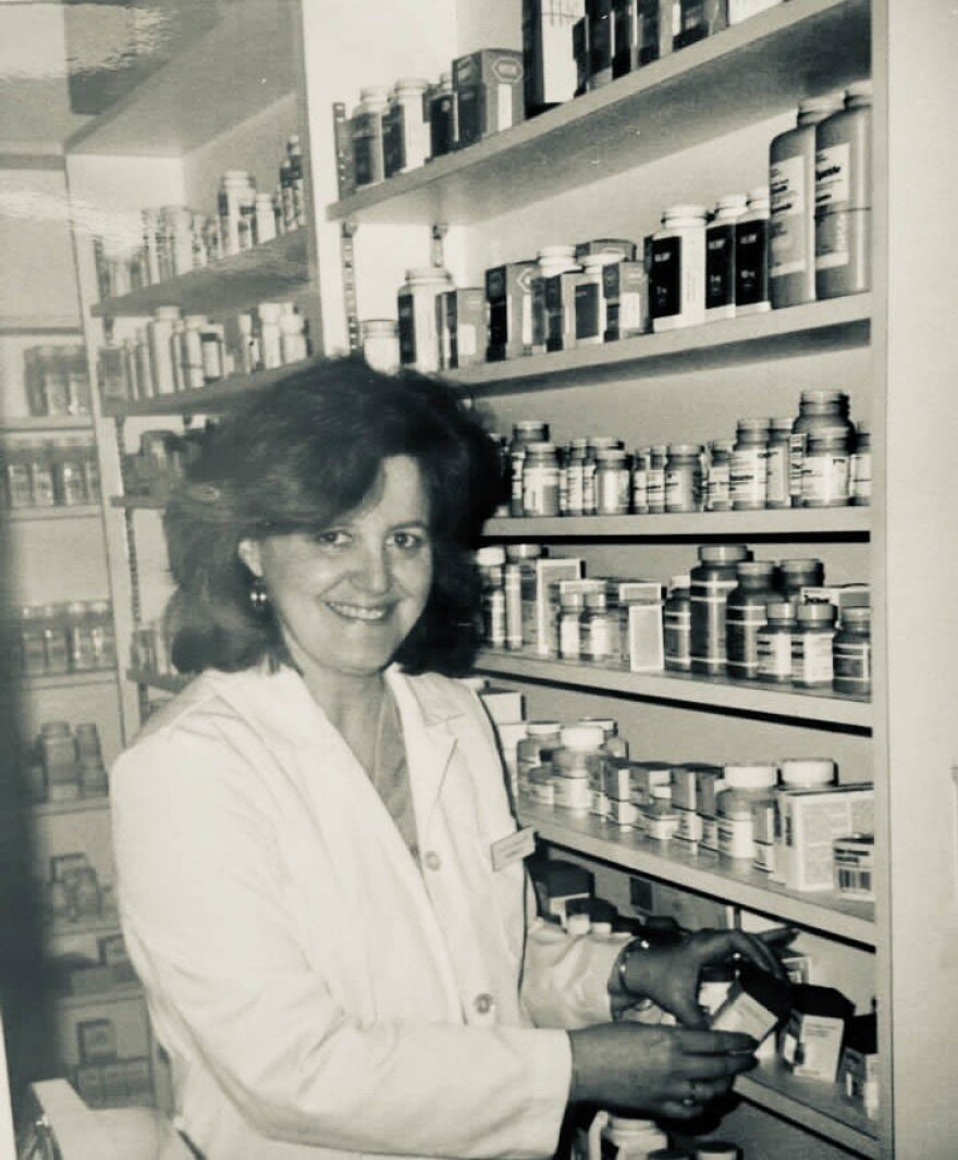 Vivian Garcia Leonard, a pharmacist, inspired her daughter and her granddaughter to follow in her footsteps.