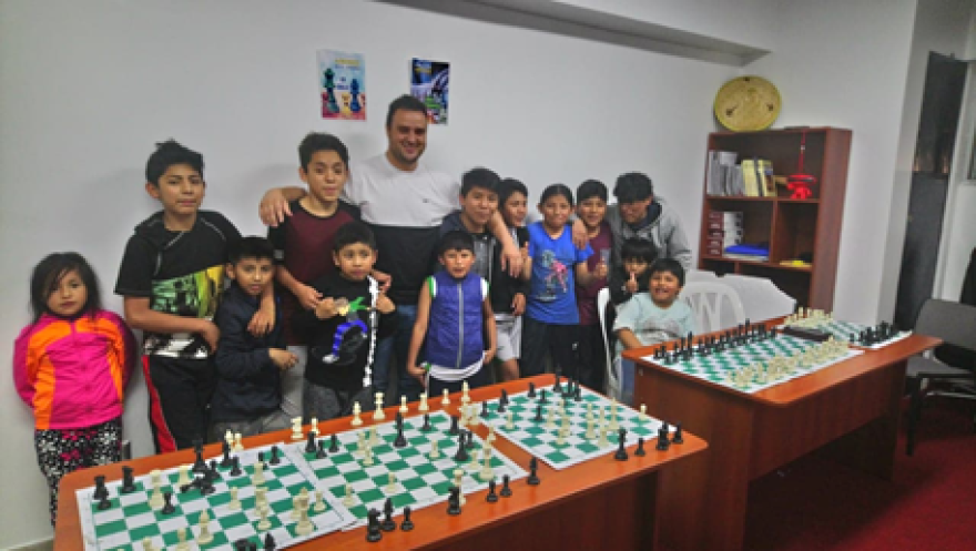 Grandmaster Pepe Cuenca visits a school in Peru.