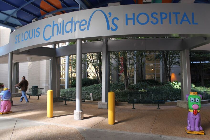 The St. Louis Children's Hospital's logo, which replaces the 'n' in 'Children's' with an image of the Gateway Arch, is printed all over the hospital campus, including the entrance off Kingshighway Boulevard. Spokeswoman Abby Wuellner said the logo represe