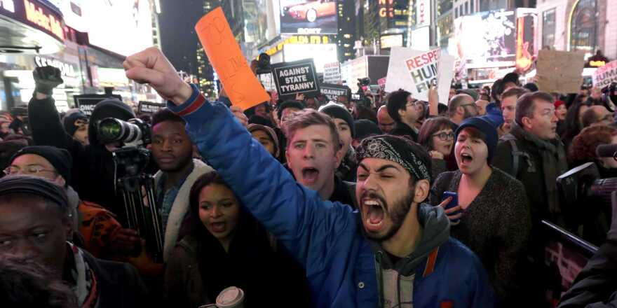 protests-erupt-in-nyc-after-a-grand-jury-didnt-indict-cop-involved-in-chokehold-death.jpg