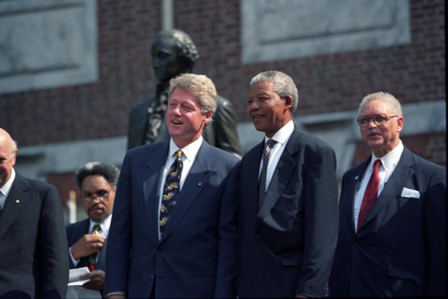 Bill-Clinton-with-Nelson-Mandela_(1).jpg
