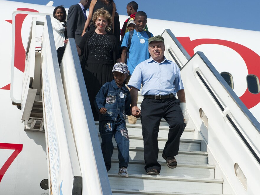Natan Sharansky, chairman of The Jewish Agency, and Sofa Landver, Israel's Minister of Immigrant Absorption, arriving in Israel with the final large group of Ethiopian Jews to be allowed to immigrate to Israel.