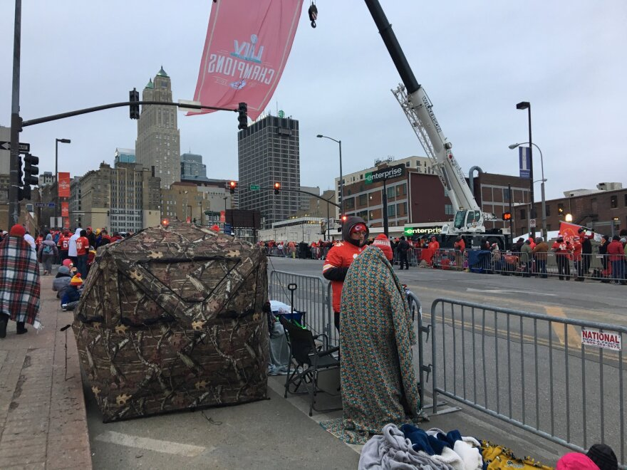 020520_pl_staying_warm_along_the_super_bowl_parade_route.jpg