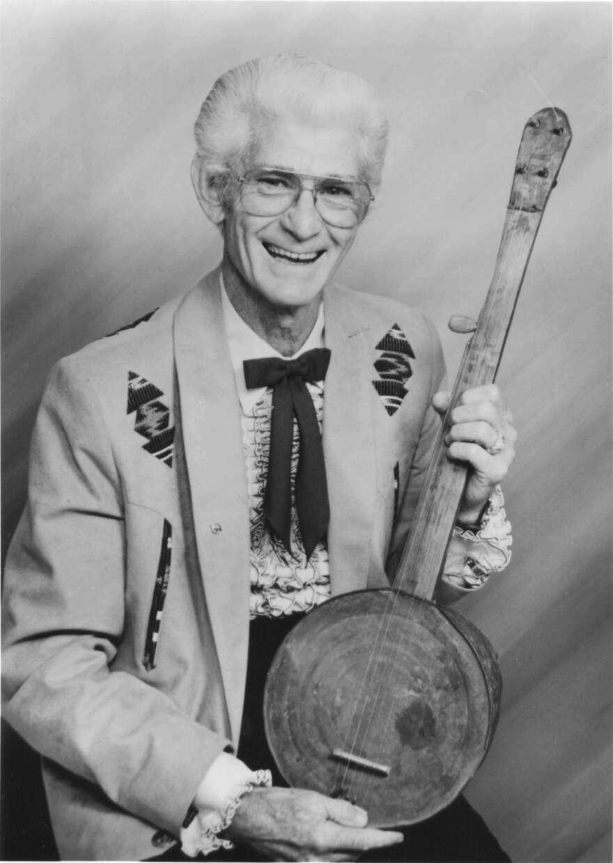 dad-homemade-banjo.jpeg