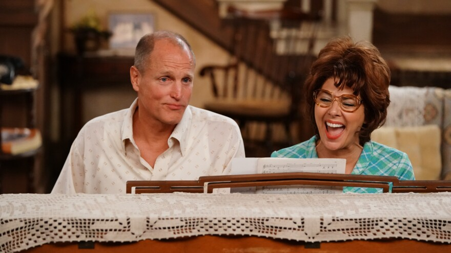 Woody Harrelson and Marisa Tomei starred as Archie and Edith Bunker in ABC's re-creation of <em>All in the Family </em>and <em>The Jeffersons</em>, a live event staged in front of a studio audience and broadcast in TV's prime time.