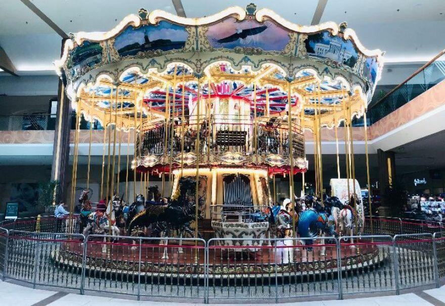 venetian_carousel_-_libby_hanssen.jpg