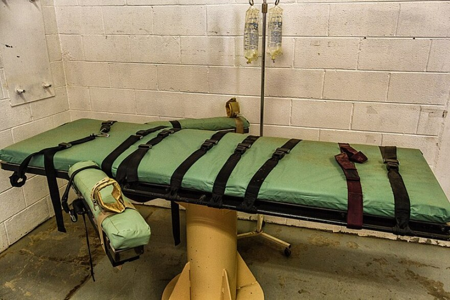 800px-lethal_injection_table__11501354666_.jpg