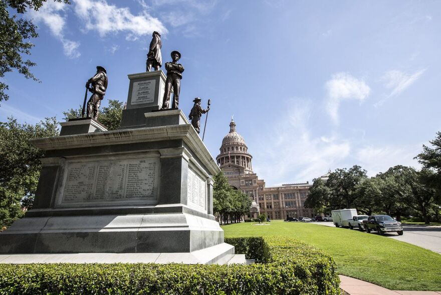 Confederate_Soldiers_Monument_TT.jpg