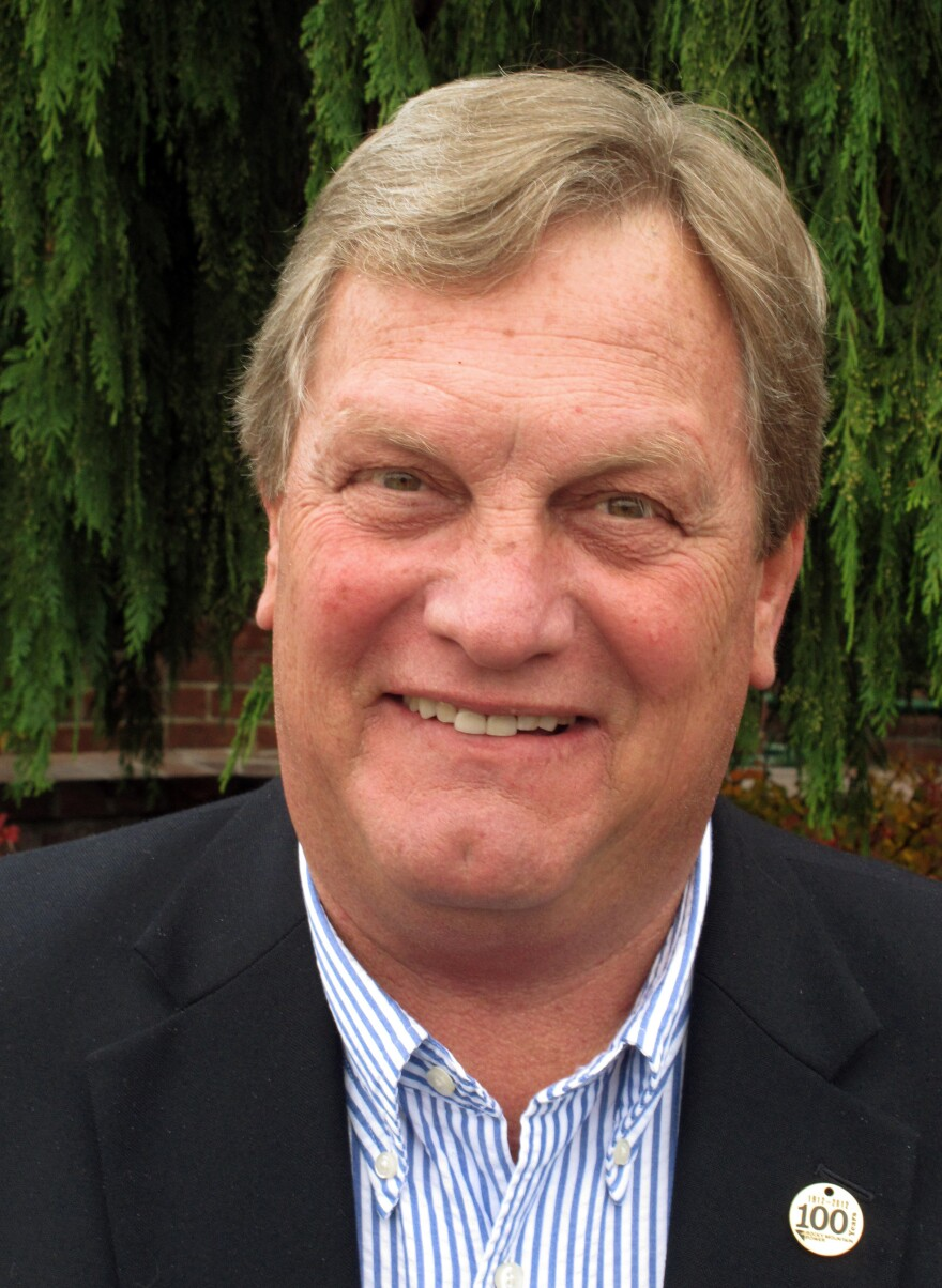 Idaho Republican Mike Simpson appears on track to beat his Tea Party challenger, Bryan Smith, in Tuesday's primary.