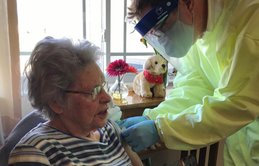 nursing-home-covid-19-vaccine