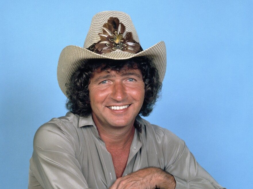 A portrait of Mac Davis taken on Oct. 12, 1981.