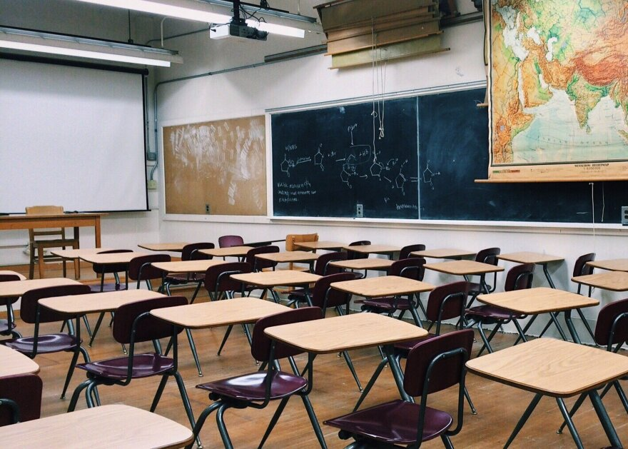 classroom-2093744_1920__1_.jpg