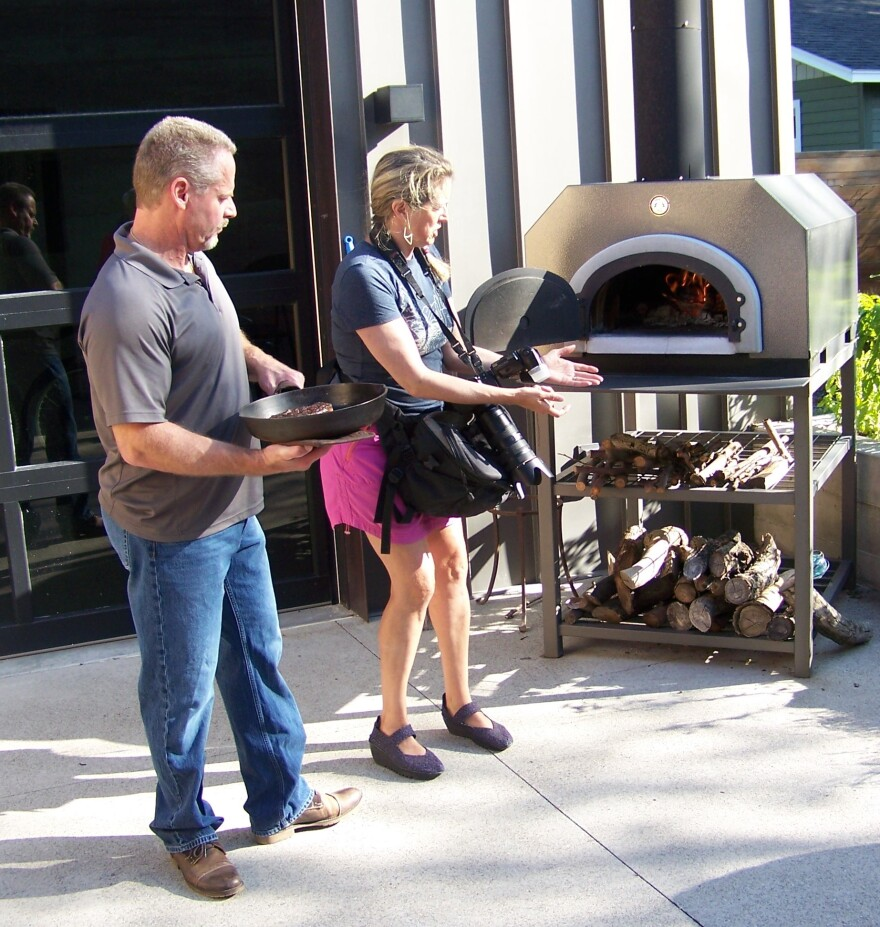 sean_lynn_pizza_oven_0.jpg