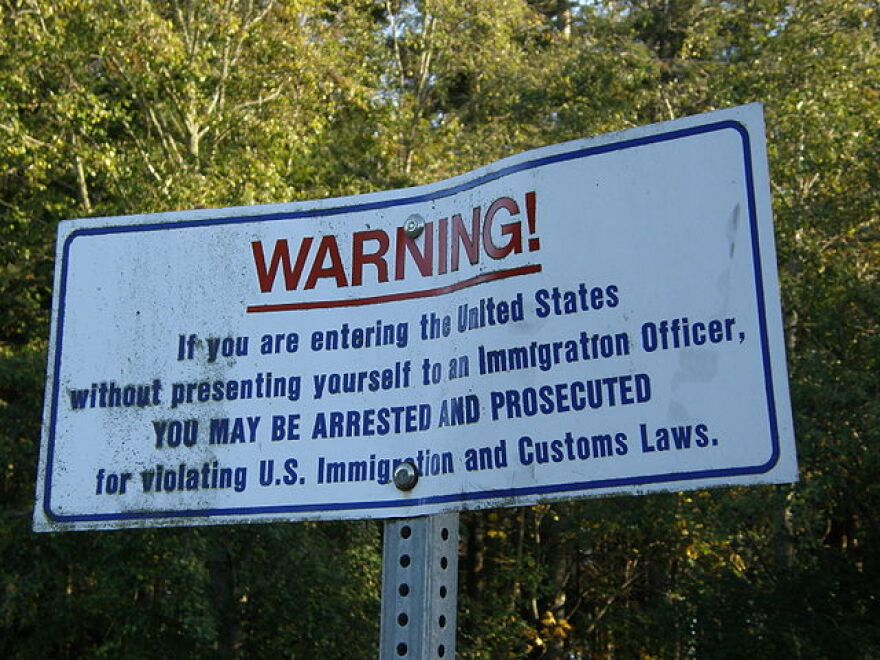 640px-US-border-notice.jpg