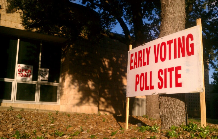 early-voting-poll-site-121024.jpg