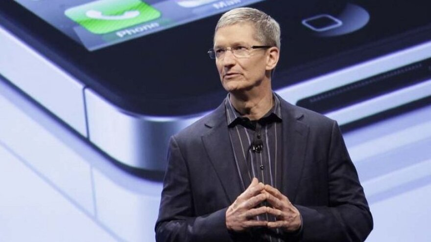 An anonymous bidder has offered $610,000 to have coffee with Apple CEO Tim Cook, in a charity auction that closed Tuesday afternoon.