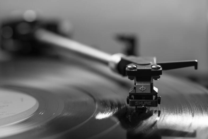 black-vinyl-player.jpg