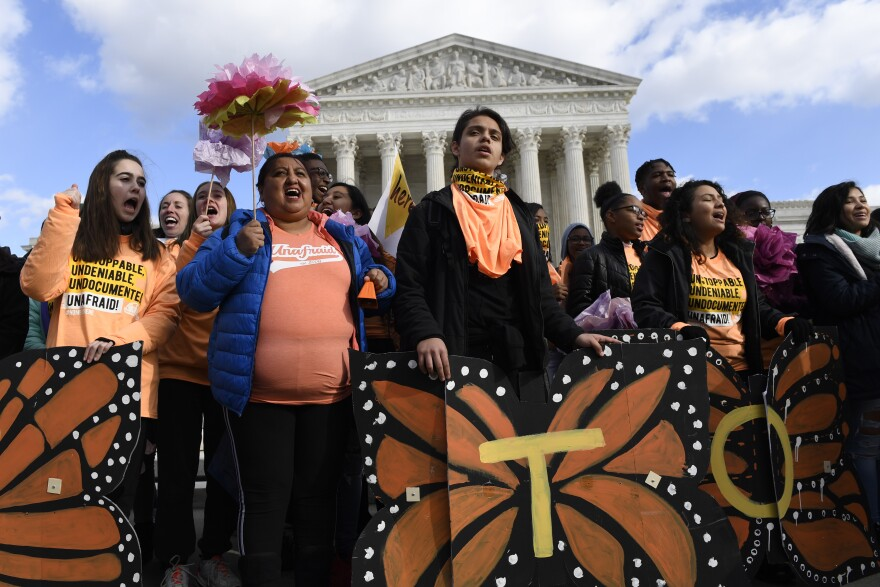 Protesters in favor of DACA protections at Supreme Court
