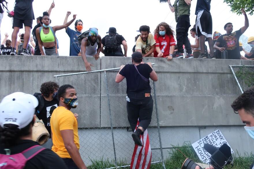 Protesting occupy I-95 Miami.JPG
