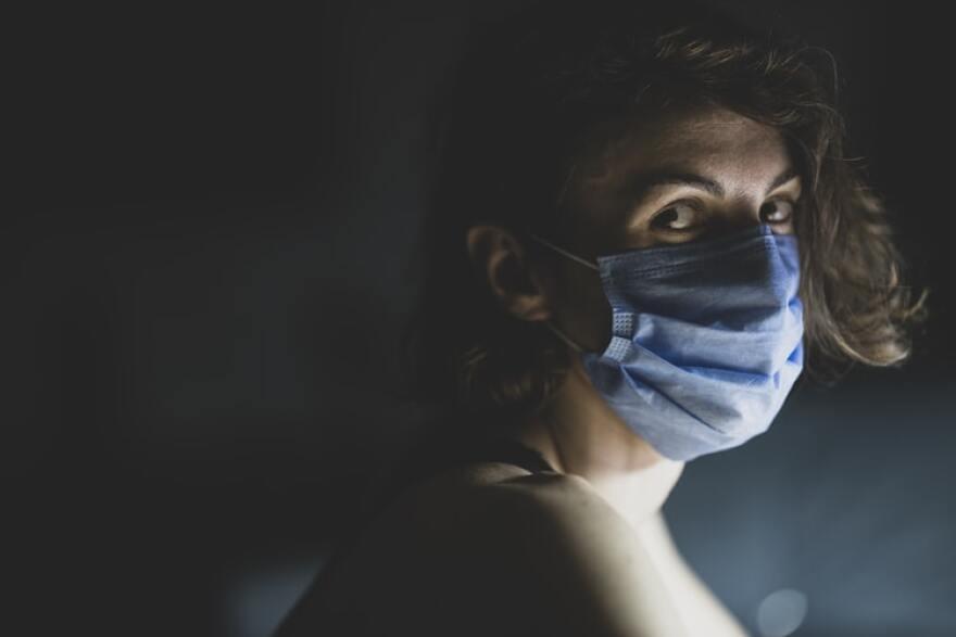 doctor_in_mask_in_dark_room.jpg