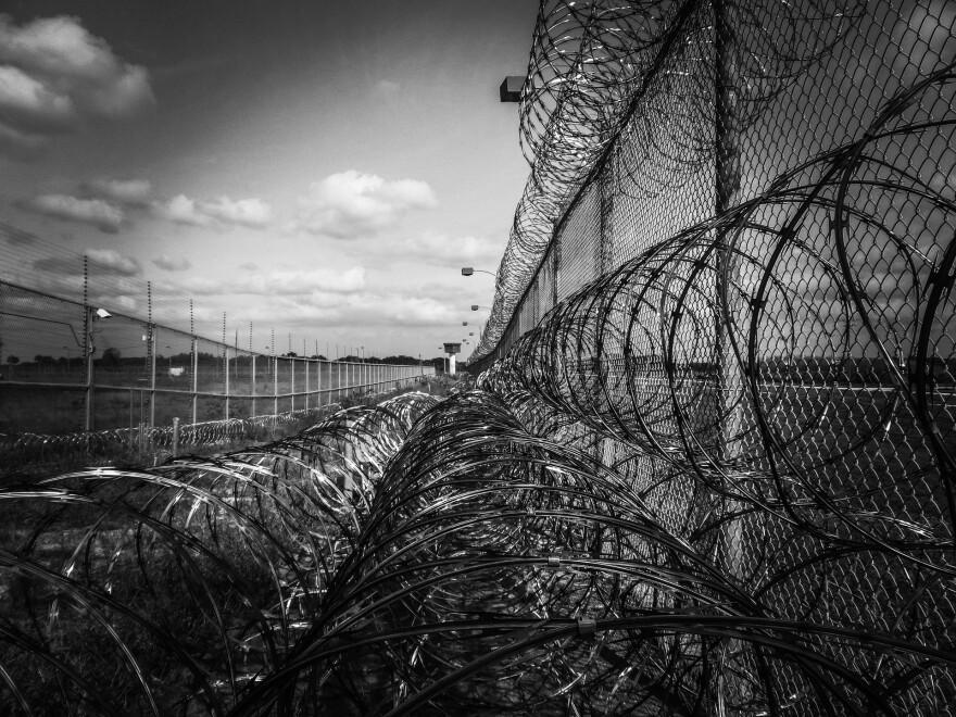 prison-fence-219264_1920.jpg