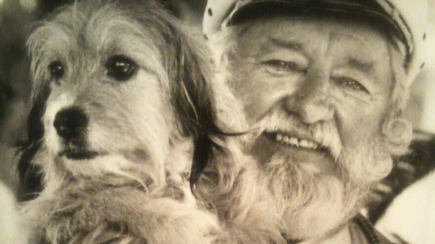 Hollywood animal trainer Frank Inn with Higgins, a shelter dog known for his starring roles in the 1960s TV series <em>Petticoat Junction</em> and<em> </em>the 1974 film <em>Benji</em>.